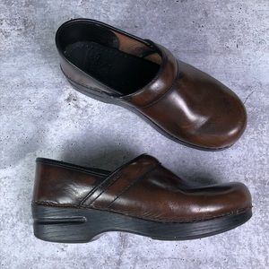 Dansko • Brown Leather Nursing Clogs 39